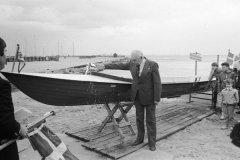 1985: plastbåden COX bliver døbt af Oluf Andersen.