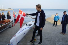 ONE er Støtteforeningens 80-årsgave til klubben. Frederik Sunesen døber.
