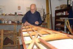 2006 blev STØTs lærredsdæk erstattet med trædæk. Knud Mortensen er i sving