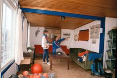 1990: Den legendariske røde sofa